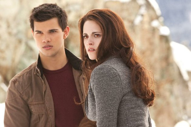 taylor-lautner-left-and-kristen-stewart-star-in-the-twilight-saga-breaking-dawn-part-2-the-film-came-in-no-1-at-last-weekends-box-office-and-made-more-than-141-million