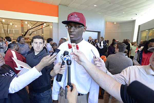 Arkansas signee Bobby Portis, a Little Rock Hall senior, is one of several notables who will participate in the Battle of the Border.