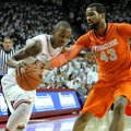 NWA Media/MICHAEL WOODS -- 11/30/2012-- Arkansas guard BJ Young tries to get past past Syracuse defe...
