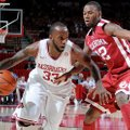 NWA Media/ANTHONY REYES -- Arkansas junior forward Marshawn Powell (33) drives around Oklahoma junio...