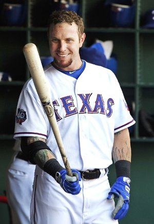 Former Texas Rangers outfielder Josh Hamilton, who helped lead the Rangers to consecutive World Series appearances in 2010 and 2011, has agreed to a contract with the Los Angeles Angels.