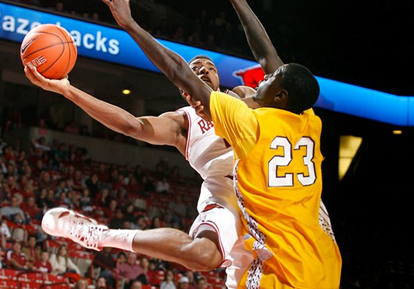 Arkansas junior forward Coty Clarke ...