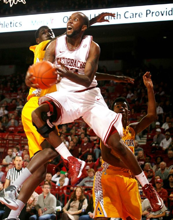 Arkansas junior forward Marshawn Powell ...