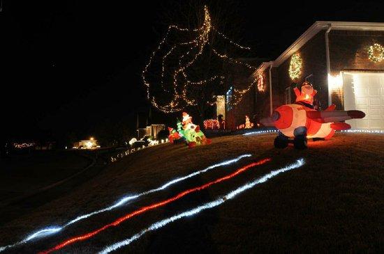 Christmas Santa Landing Runway Lights   Centralroots.com