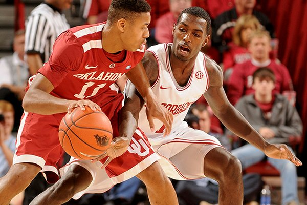 Mardracus Wade, pictured during Arkansas' Dec. 4 game against Oklahoma, has struggled with his shot this season.