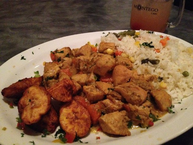 the-curry-chicken-with-rice-at-montego-cafe