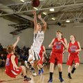 Bentonville's Jordan Martin, center, puts up a shot between East Newton (Mo.) defenders Kortney Camb...