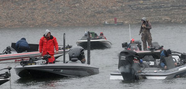 Bundled-up anglers at the Polar ...