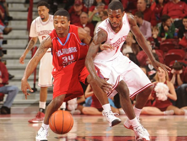 Arkansas guard Mardracus Wade knocks ...