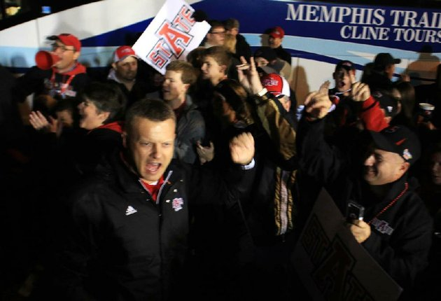 arkansas-democrat-gazetterick-mcfarland-010613-arkansas-state-new-football-coach-bryan-harsin-comes-in-with-the-team-as-they-arrive-for-their-game-against-kent-state-in-the-godaddycom-bowl-in-mobile-ala-at-ladd-peebles-stadium-in-mobile-on-sunday-arkansas-state-accepted-a-third-straight-bid-to-the-bowl-on-monday-afternoon