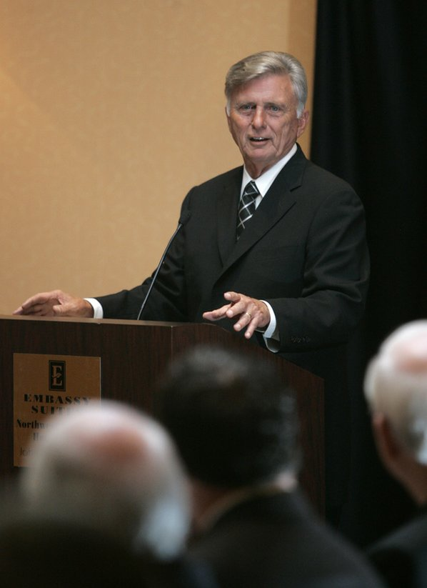 Gov. Mike Beebe addresses members ...