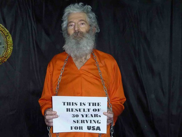 this-undated-handout-photo-provided-by-the-family-of-robert-levinson-shows-retired-fbi-agent-robert-levinson-levinson-64-went-missing-on-the-iranian-island-of-kish-in-march-2007-levinsons-family-received-these-photographs-of-him-in-april-2011-us-officials-suspect-the-iranians-or-its-proxies-are-holding-levinson-hostage