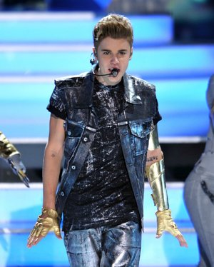 Justin Bieber performs onstage at the Teen Choice Awards on Sunday, July 22, 2012, in Universal City, Calif. (Photo by John Shearer/Invision/AP)
