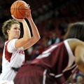 NWA Media/MICHAEL WOODS --01/06/2013-- University of Arkansas forward Sarah Watkins shoots a free th...