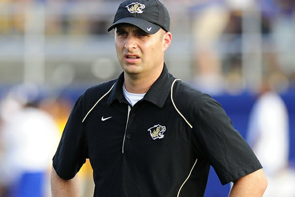 Arkansas tight ends coach Barry Lunney Jr. visited Osceola ATH Korliss Marshall to inform him of his offer Wednesday.
