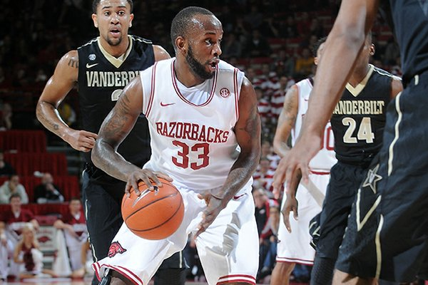 NWA MEDIA/SAMANTHA BAKER -- Arkansas' Marshawn Powell drives into Vanderbilt's defense Saturday, Jan. 12, 2013, during the first half of a game at Bud Walton Arena in Fayetteville.