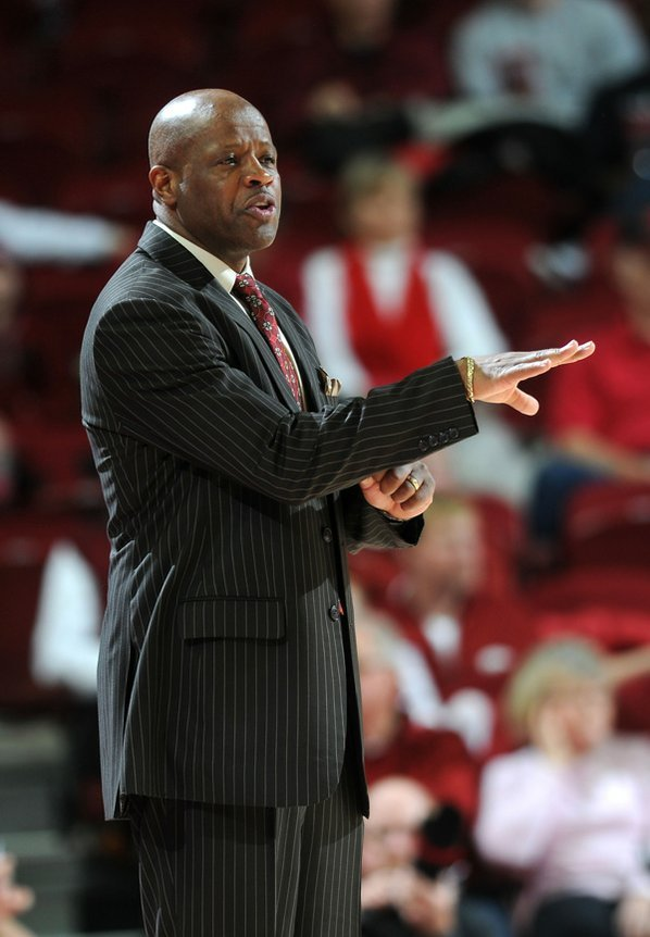 Arkansas coach Mike Anderson directs ...