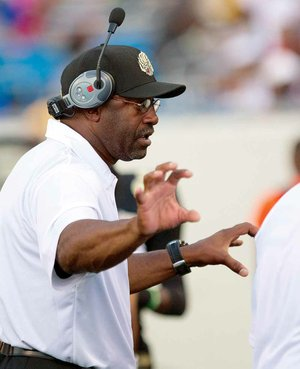 Arkansas-Pine Bluff Coach Monte Coleman has been working without a contract since his ÿve-year deal expired Dec. 31.