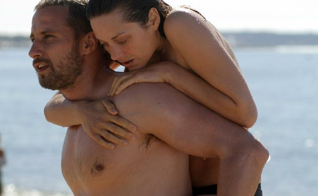 ali-matthias-schoenaerts-and-stephanie-marion-cotillard-are-damaged-souls-who-forge-a-tentative-bond-in-jacques-audiards-modern-romance-rust-and-bone