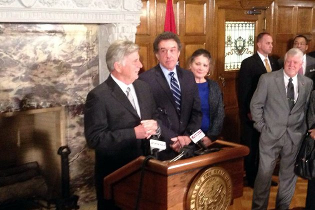 gov-mike-beebe-on-thursday-jan-17-2013-names-former-arkansas-house-speaker-robert-s-moore-jr-to-the-arkansas-highway-commission