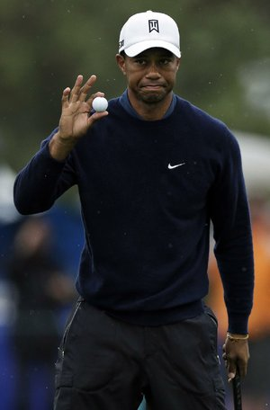 Tiger Woods shot a 7-under-par 65 at Torrey Pines North Course in San Diego on Friday and holds a two-shot lead at the Farmers Insurance Open.