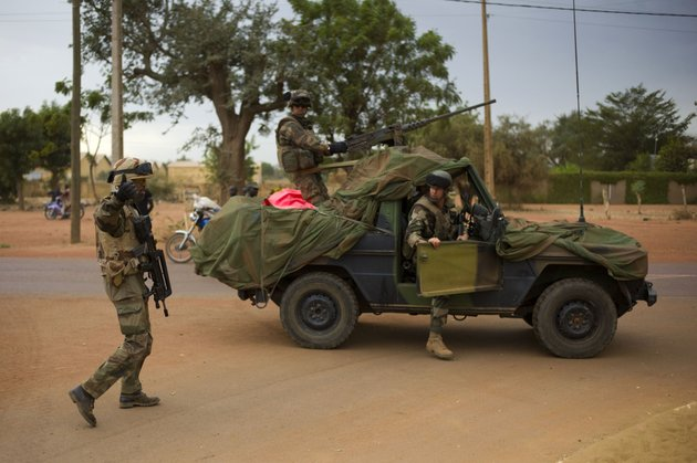 french-soldiers-stand-at-a-crossroads-as-they-arrive-in-the-city-of-sevare-mali-some-620-kms-385-miles-north-of-bamako-friday-jan-25-2013-malis-military-and-french-forces-pushed-toward-gao-on-friday-in-their-farthest-move-north-and-east-since-launching-an-operation-two-weeks-ago-to-retake-land-controlled-by-the-rebels-residents-and-a-security-official-said-friday