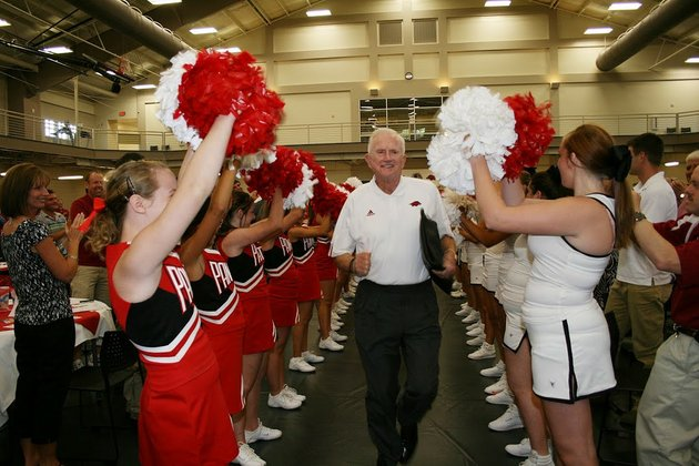 former-university-of-arkansas-football-coach-and-athletic-director-frank-broyles-center-runs-between-lines-of-heber-springs-cheerleaders-during-a-recent-gathering-of-the-greers-ferry-lake-area-razorback-club-the-group-is-the-newest-razorback-club-in-the-state-and-didnt-form-without-some-resistance