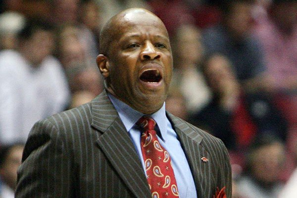 Arkansas head coach Mike Anderson yells to his team during their NCAA college basketball game against Alabama, Thursday, Jan. 31, 2013, in Tuscaloosa, Ala. (AP Photo/Tuscaloosa News, Michelle Lepianka Carter)