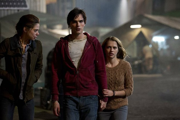 zombies-nora-analeigh-tipton-and-r-nicholas-hoult-are-starting-to-bond-with-human-julie-teresa-palmer-in-jonathan-levines-offbeat-romantic-comedy-warm-bodies