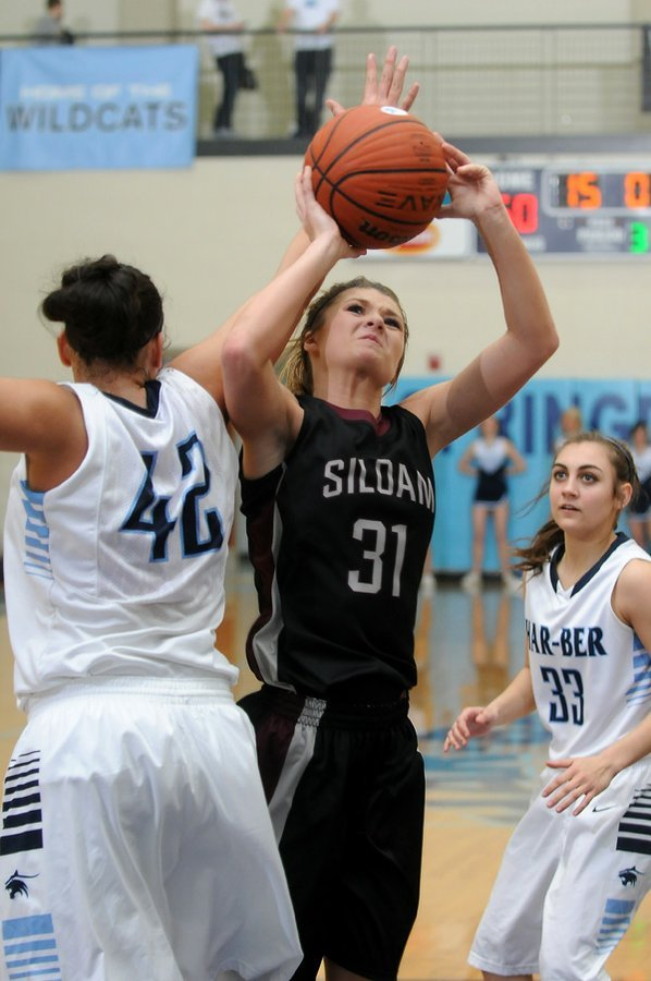 Mayse Pippin, center, of Siloam ...