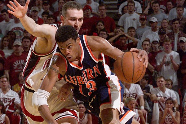 Auburn's Bryant Smith (13) drives the lane as Arkansas' Pat Bradley, left, guards him during the second half Wednesday, Feb. 24, 1999, in Bud Walton Arena in Fayetteville, Ark. Arkansas won 104-88. (AP Photo/Gary Yandell)