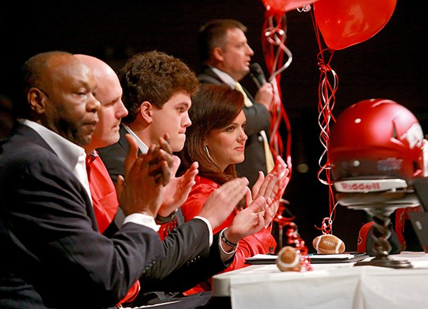 pulaski-academys-tight-end-hunter-henry-center-applauded-as-his-coach-kevin-kelley-upper-right-speaks-during-a-signing-ceremony-at-the-school-wednesday-afternoon-in-little-rock-from-left-is-henry-family-friend-and-former-coach-walter-jordan-father-mark-henry-his-mother-jenny-henry