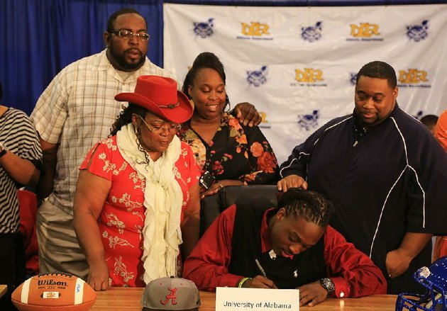 altee-tenpenny-signs-a-letter-of-intent-wednesday-at-north-little-rock-high-school-gym-to-play-for-the-university-of-alabama-joining-him-are-left-to-right-lee-shepard-his-stepdad-grandmother-barbara-sims-shenitta-shepard-his-mother-and-derek-tenpenny-his-dad