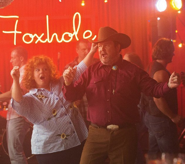 dianasandy-melissa-mccarthy-gets-down-with-big-chuck-eric-stonestreet-in-seth-gordons-identity-thief