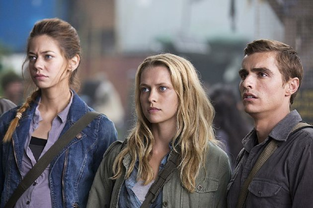 analeigh-tipton-from-left-teresa-palmer-and-dave-franco-star-in-warm-bodies-the-movie-came-in-first-at-last-weekends-box-office-and-made-more-than-20-million