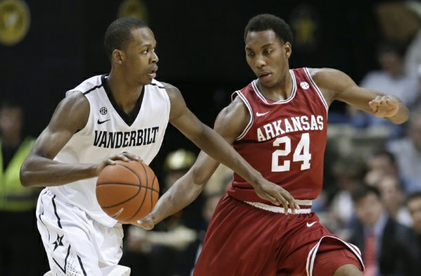 Vanderbilt forward Rod Odom, left, ...