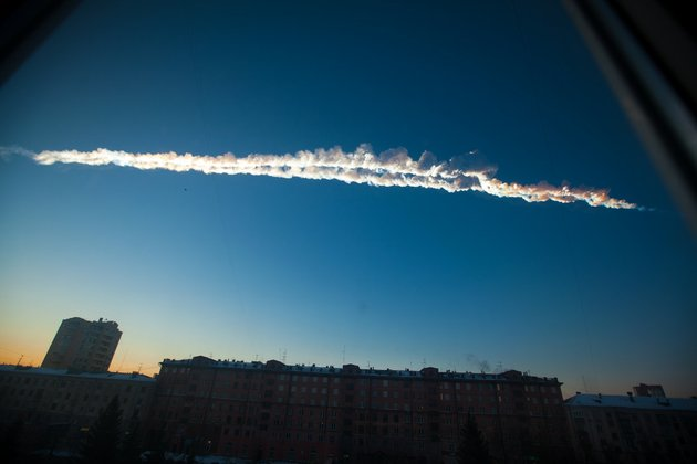 in-this-photo-provided-by-chelyabinskru-a-meteorite-contrail-is-seen-over-chelyabinsk-on-friday-feb-15-2013-a-meteor-streaked-across-the-sky-of-russias-ural-mountains-on-friday-morning-causing-sharp-explosions-and-reportedly-injuring-hundreds-of-people-including-many-hurt-by-broken-glass