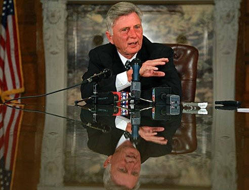FILE - Gov. Mike Beebe ...