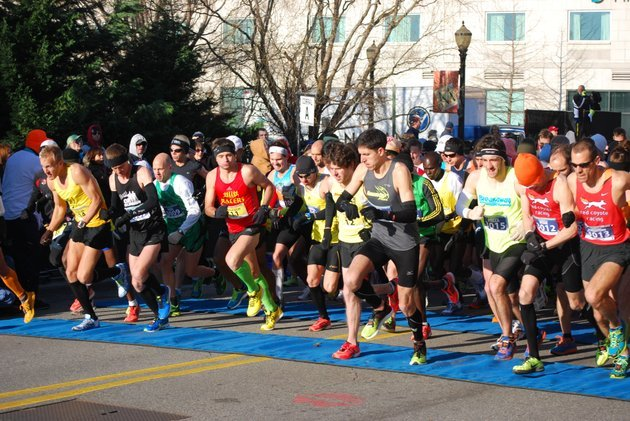 thousands-take-to-the-course-in-the-beginning-of-the-2013-little-rock-marathon