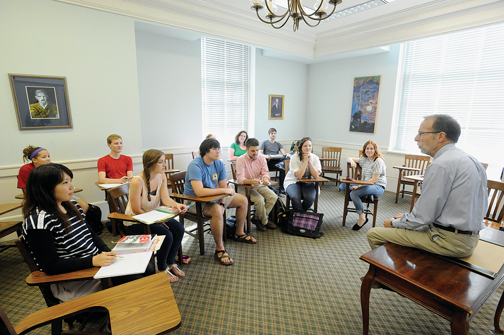 Lyon College freezes tuition for 2013-14 school year