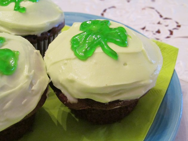 chocolate-guiness-cupcakes-use-the-rich-flavor-of-dark-irish-beer-to-enrich-the-flavor-of-chocolate-cake-tint-the-frosting-and-decorate-with-a-shamrock-for-a-showy-presentation