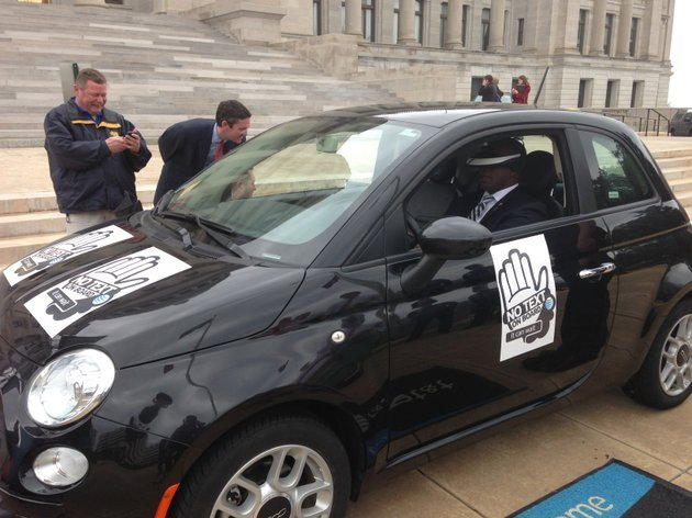 legislators-take-part-in-a-texting-while-driving-simulator-on-monday-at-the-capitol