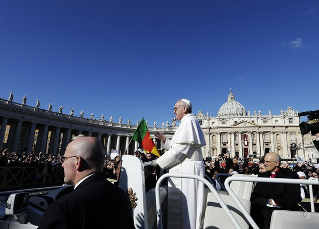 pope-francis-waves-to-crowds-as-he-arrives-to-his-inauguration-mass-in-st-peters-square-at-the-vatican-tuesday-march-19-2013