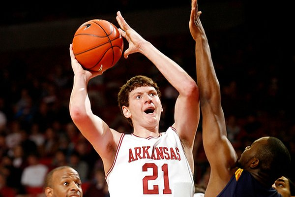Hunter Mickelson will transfer to Kansas, he announced Thursday.