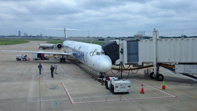 allegiant-air-flight-729-awaits-passengers-for-its-first-non-stop-round-trip-flight-between-little-rock-and-orlando