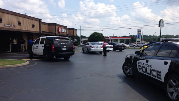 police-investiage-a-monday-afternoon-robbery-at-the-us-bank-at-10702-rodney-parham-road-in-little-rock