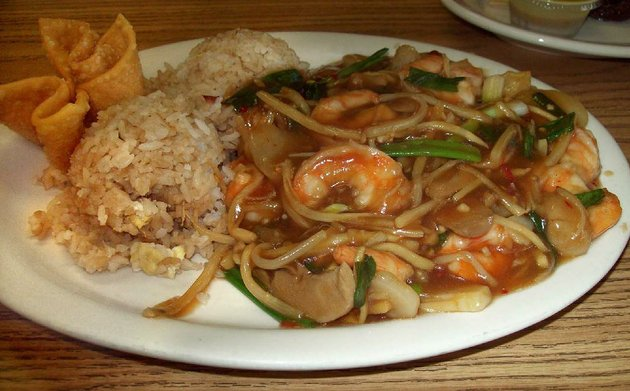 an-order-of-hong-siu-shrimp-from-hunan-star-in-sherwood-comes-with-fried-rice-and-eggroll-the-crispy-fried-shrimp-are-served-on-a-bed-of-stir-fried-vegetables-in-a-flavorful-sauce
