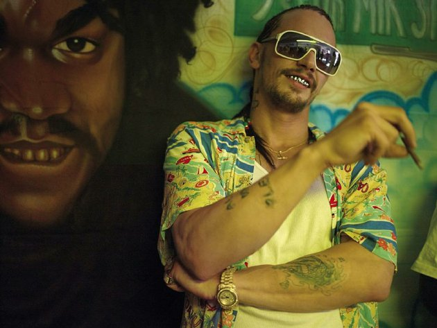 james-franco-is-the-chilly-florida-gangsta-alien-in-harmony-korines-spring-breakers-one-of-the-years-best-films-so-far
