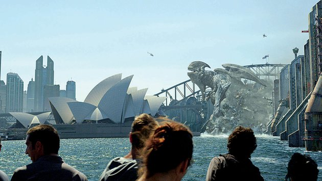 the-sydney-opera-house-is-threatened-by-a-rampaging-kaiju-in-this-relatively-quiet-scene-from-pacific-rim