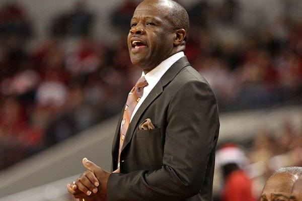 Arkansas will be Mike Anderson's second team to coach at the Maui Invitational.